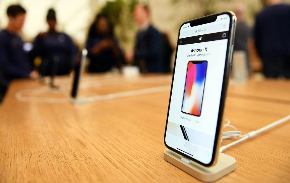 Apple  considera que el Iphone es caro fuera de EU.