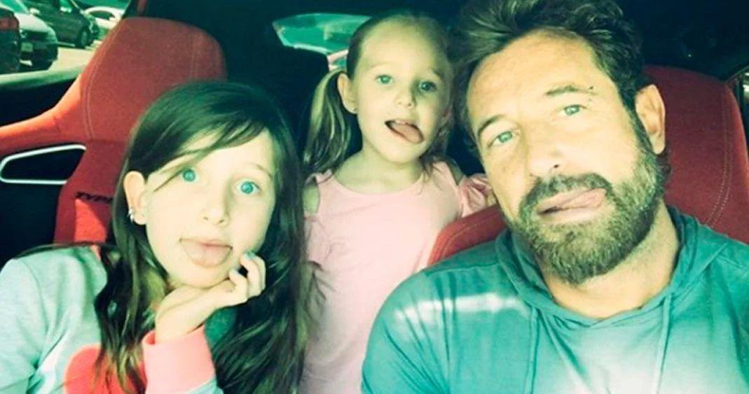 Gabriel Soto llora ante conmovedor regalo de sus hijas