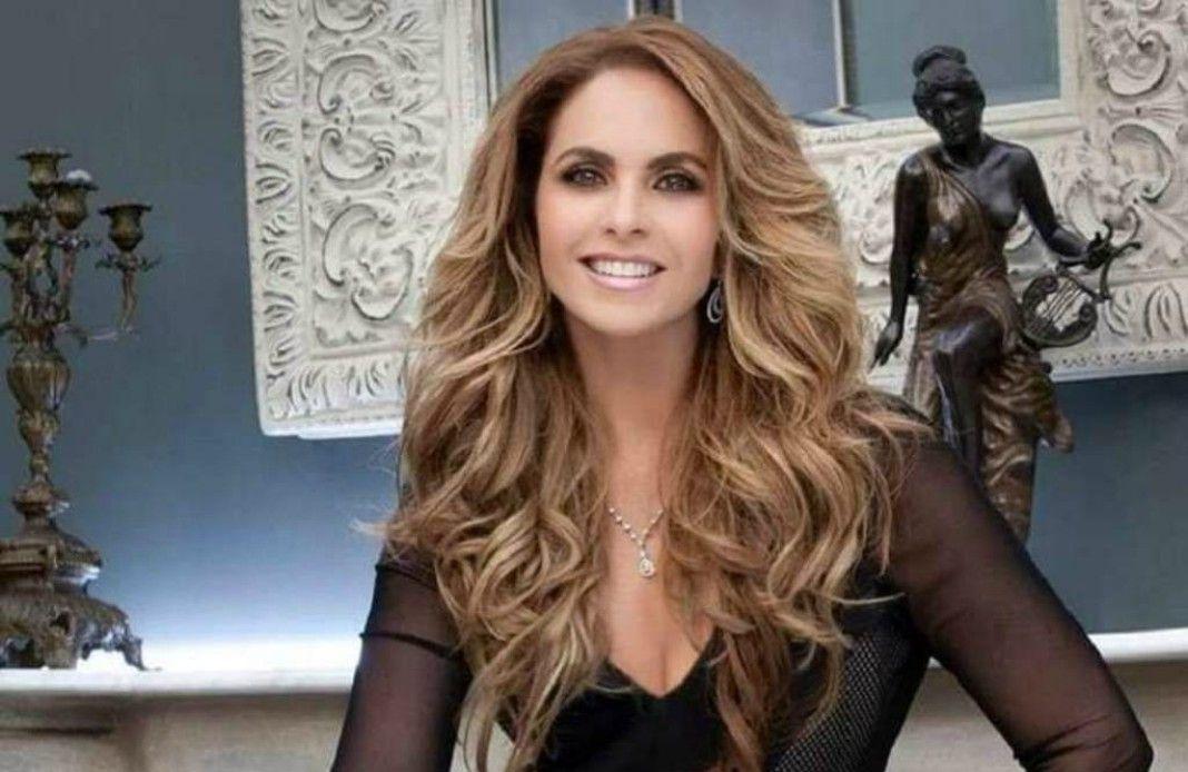 Señalan que la cantante Lucero aparece en el prosticatálogo de Televisa