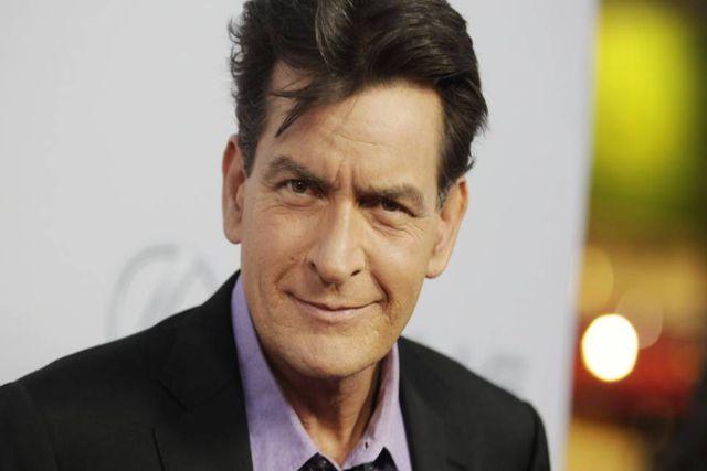 Afirman que Charlie Sheen violó a su amigo Corey Haim durante un rodaje