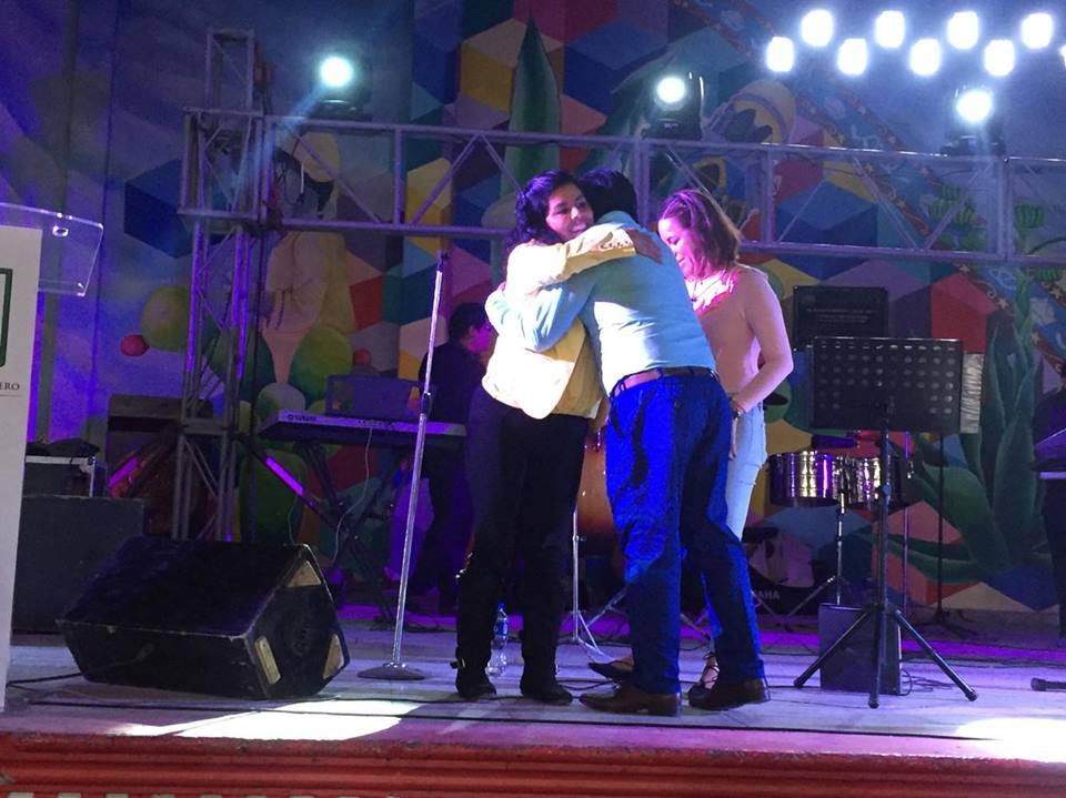 Alcalde de Tequexquitla, festeja el día del maestro