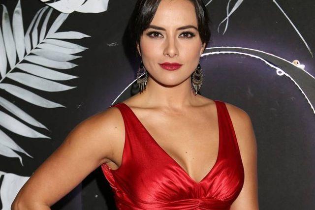 Famosa ex-actriz de TV Azteca presenta a su novia en atrevida foto