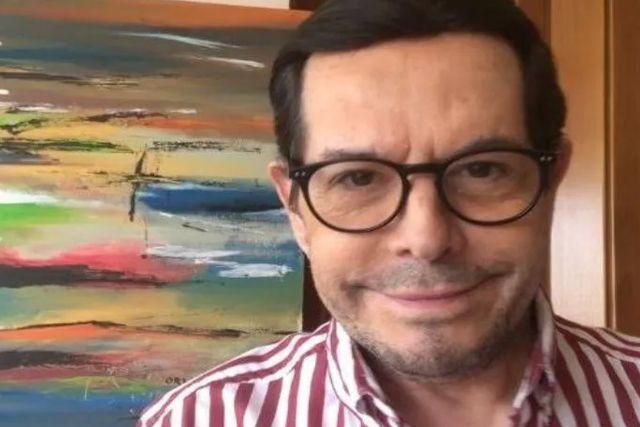 Rompe en llanto Juan José Origel en pleno programa