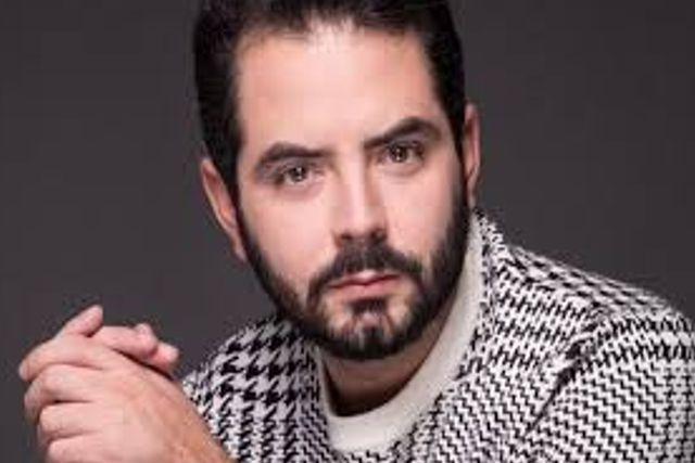 José Eduardo Derbez regaña a sus gatos y se vuelve viral