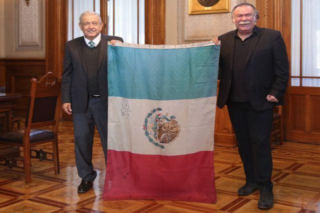 Laura Zapata crítica fuertemente a AMLO y Jesús Ochoa por polémica foto