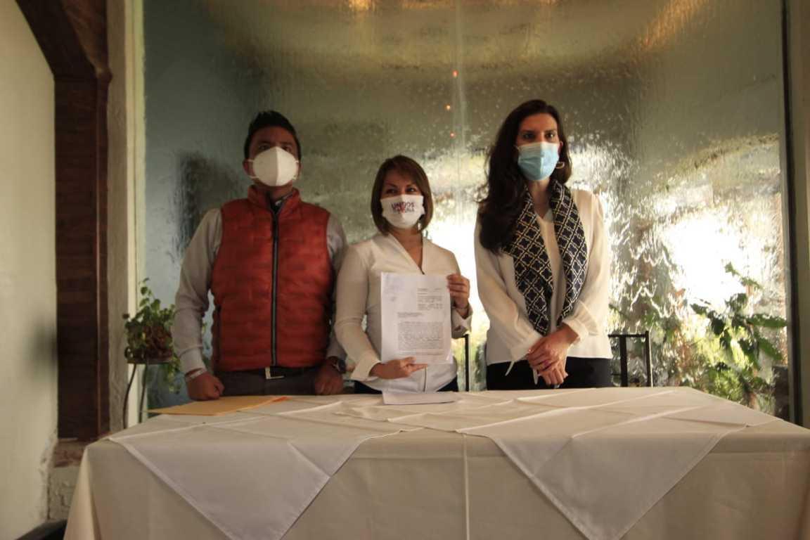 Denuncia Minerva Hernández a Lorena Cuéllar por usar elementos religiosos