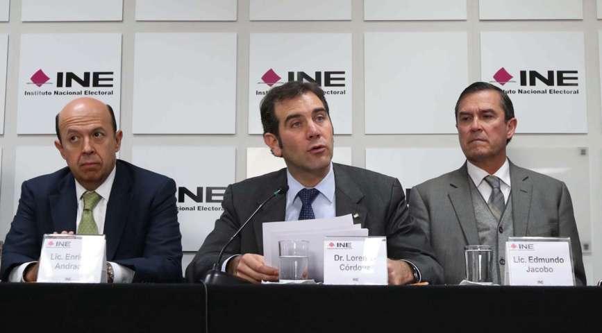 Renuncia INE a plan de iPhone 7 y suspende construcción de torres