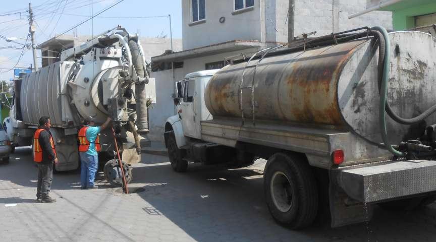 Gobierno Municipal de Tepetitla continúa con el desazolve de la red de drenaje sanitario