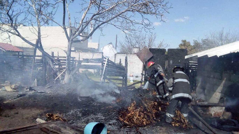 Bomberos sofoca  incendio en Chiautempan y Teolocholco