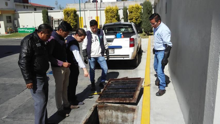 Ecología municipal supervisan descargas residuales de comercios e industrias