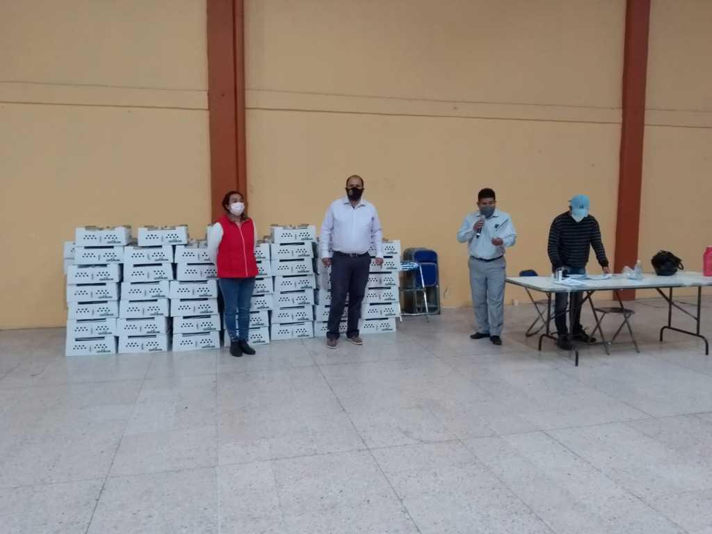 Sanabria Chávez entrega 88 paquetes de aves de traspatio en Santa Cruz Tlaxcala