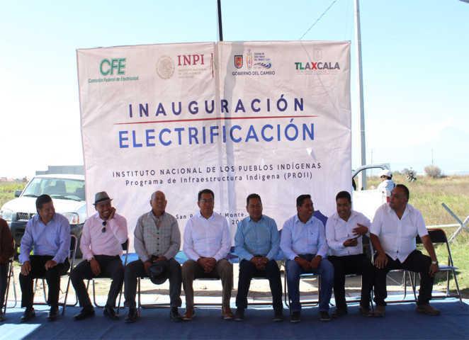 Alcalde entrego 2,450 ml de electrificación para 7 calles de 3 comunidades