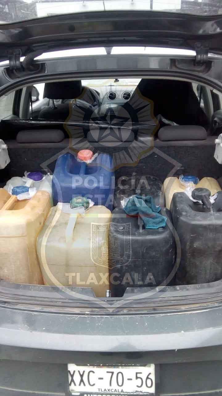 Ahora en Ixtacuixtla, se aseguró a dos personas con contenedores de huachicol