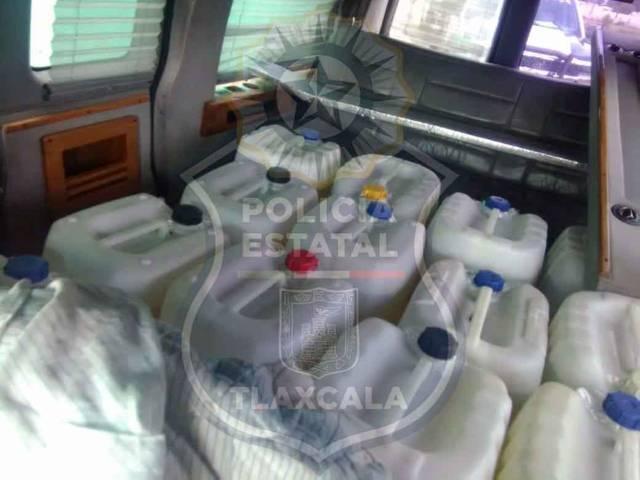 En nativitas, la CES asegura una camioneta con bidones de hidrocarburo