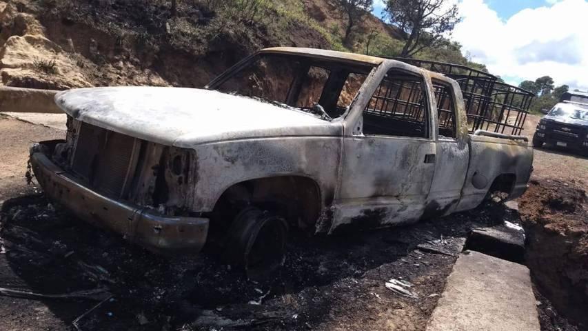 Asegura policía estatal dos vehículos calcinados en Calpulalpan