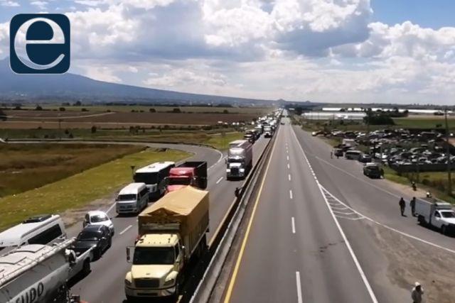 Incapacidad de la PGJE provoca bloqueo de la carretera México-Veracruz