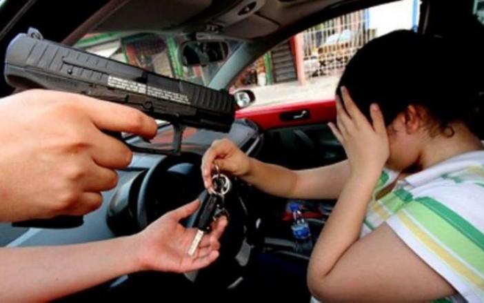 Malandros suben la cuota; roban 8 automóviles por día