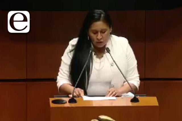 Senadora llora como Magdalena en tribuna del Senado