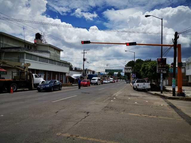 Realiza Secte trabajos de instalación y modernización de semáforos en municipios