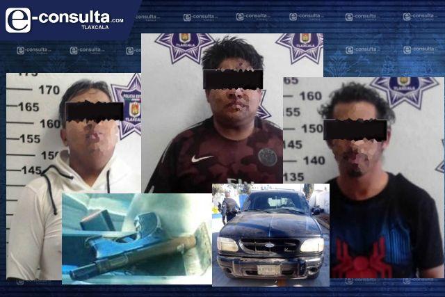 La SSC detiene en Apizaco a tres personas y asegura un arma de fuego