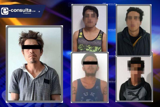 Aseguran a cinco personas por el probable delito de posesión de enervantes y narcóticos