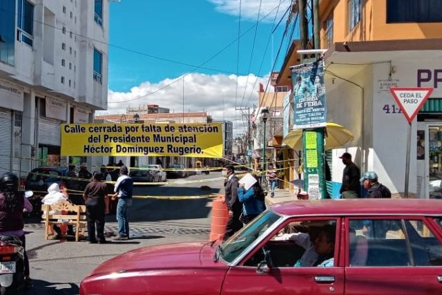 Se manifiestan pobladores de Chiautempan; exigen el cumplimiento de obras