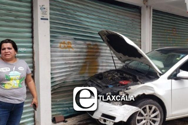 Síndico de Tzompantepec choca la unidad oficial que le fue asignada