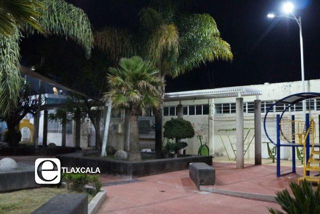 Ayuntamiento de SPM  rehabilita alumbrado público en el parque de la comunidad de Jesús