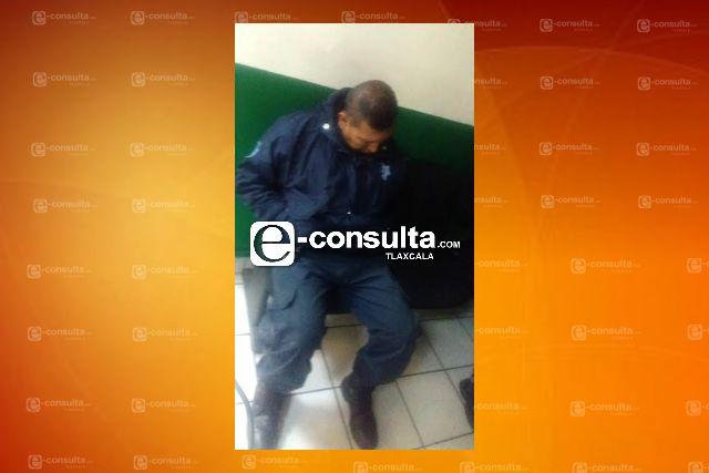 Ronca y cobra sin trabajar sub director de seguridad; edil de Huactzinco lo protege