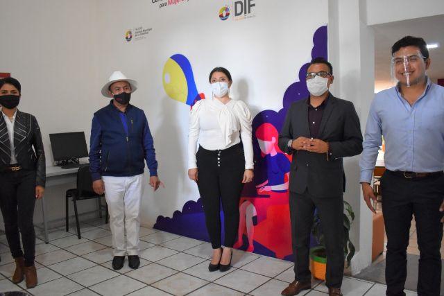 Inauguran la rehabilitación de la biblioteca de Zacatelco con nuevos proyectos.
