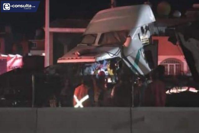 Se impactan dos unidades pesadas en la carretera Huamantla-Cuapiaxtla