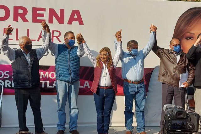 Taxistas se adhieren a Lorena Cuéllar; pactan trabajo conjunto