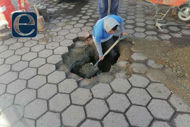 Servicios Públicos de SPM realiza trabajos de reparación en calle Tlaxcala