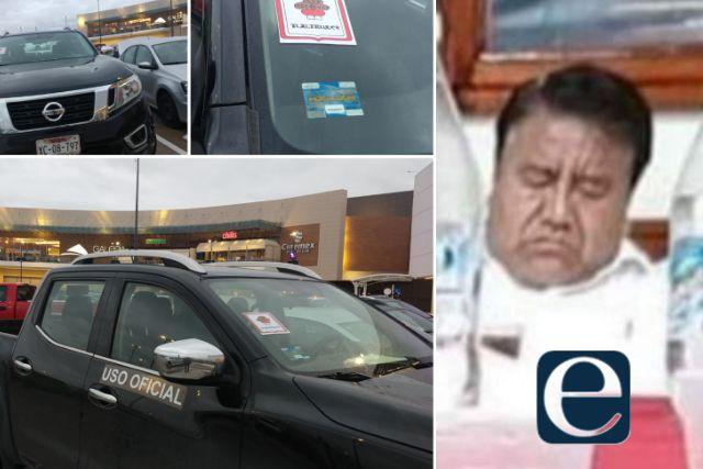 El Picapiedra se va de compras en vehículo oficial
