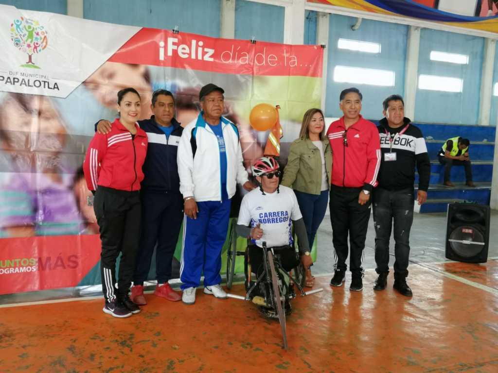 Paseo ciclista en Papalotla para celebrar el Día de la Familia