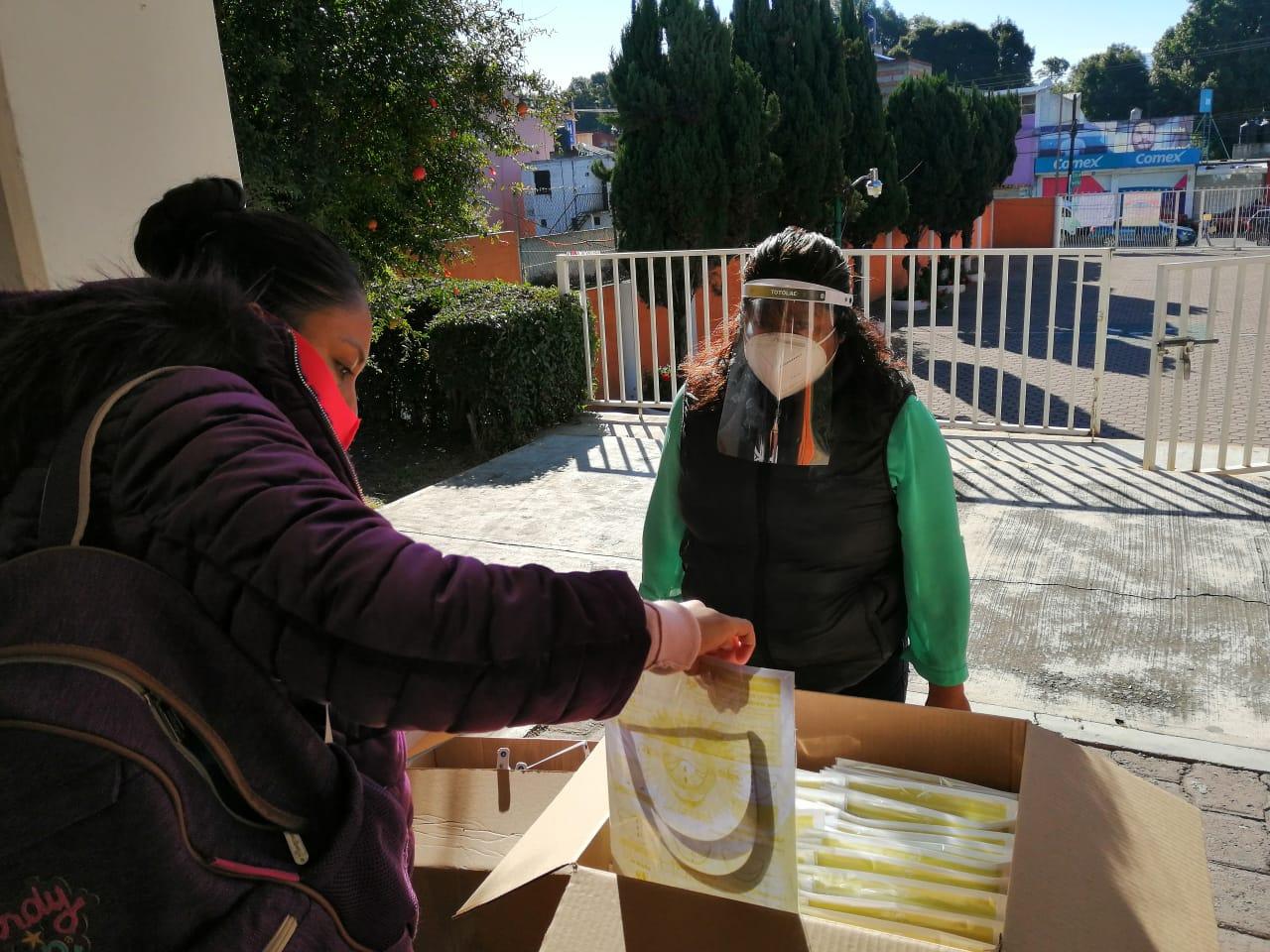 Arranca alcalde de Totolac entrega de insumos de sanidad a sector educativo