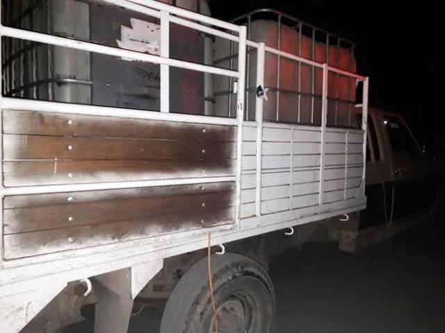 Policía Estatal asegura camioneta usada para trasiego de hidrocarburo en Calpulalpan