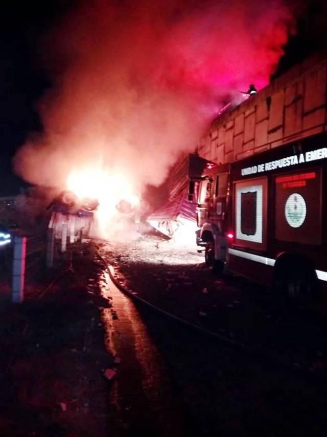Sofoca bomberos incendio de vehículo en Xaloztoc