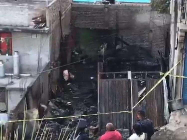 Mueren seis menores al incendiarse su casita de madera en Iztapalapa