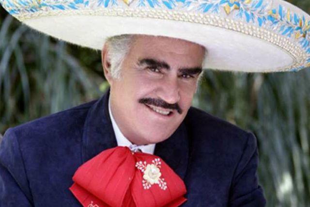 Con íntimo festejo Vicente Fernández es agasajado al cumplir 80 años