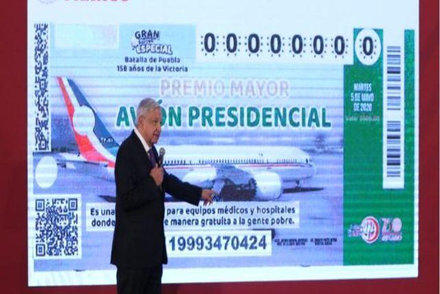 Regalan 500 mil cachitos de avión presidencial a escuelas y pueblos mineros