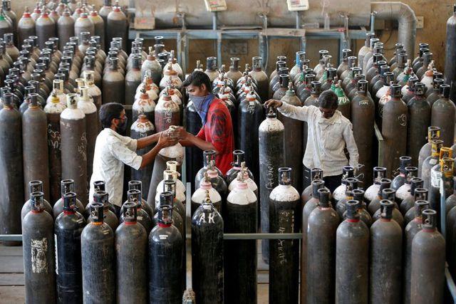 Países internacionales envían ayuda de emergencia a India con suministros tras el repunte
