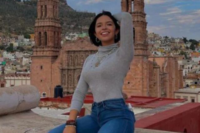 Piden que Ángela Aguilar sea multada por cambiar el tono del Himno Nacional