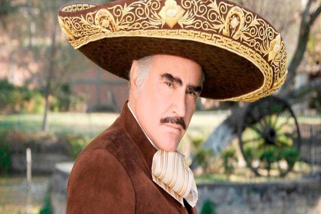 Operan de emergencia a Vicente Fernández tras fuerte caída en su habitación