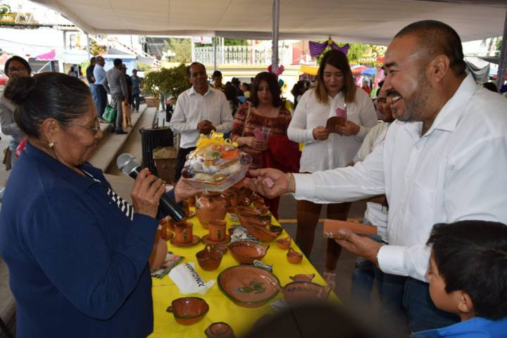 Alcalde impulsa platillos típicos a través de la 1er muestra gastronómica