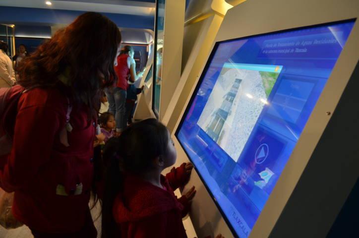 Visitan estudiantes de Xicohtzinco Sala Interactiva del Agua