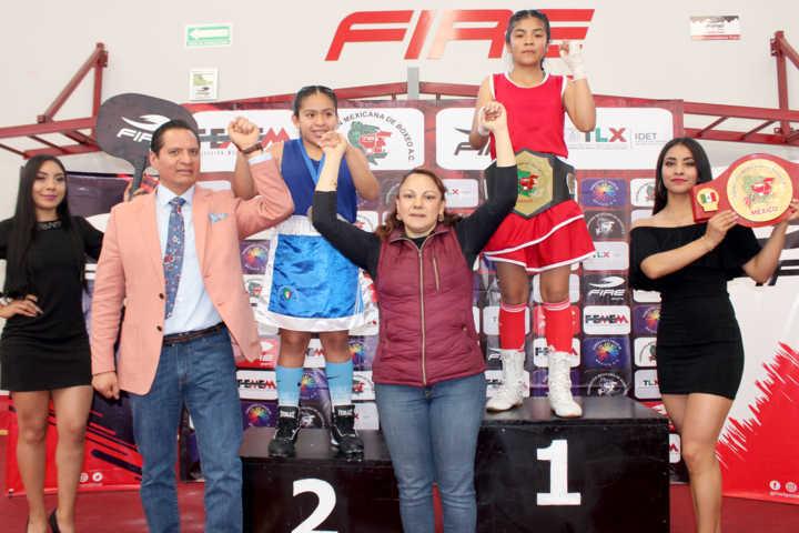 Premia Luis Antonio Herrera a ganadores de Torneo de Box Infantil