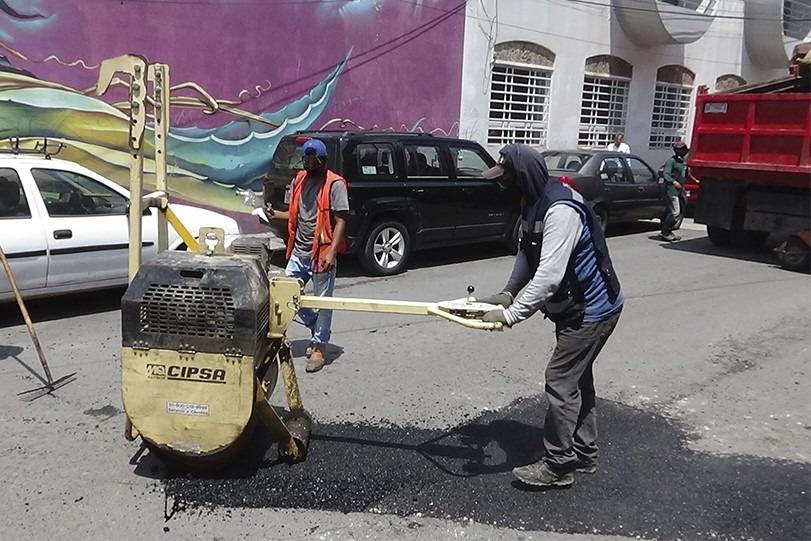 Finalizan bacheo en más de 2 kilómetros de la calle Ayuntamiento de San Pablo del Monte