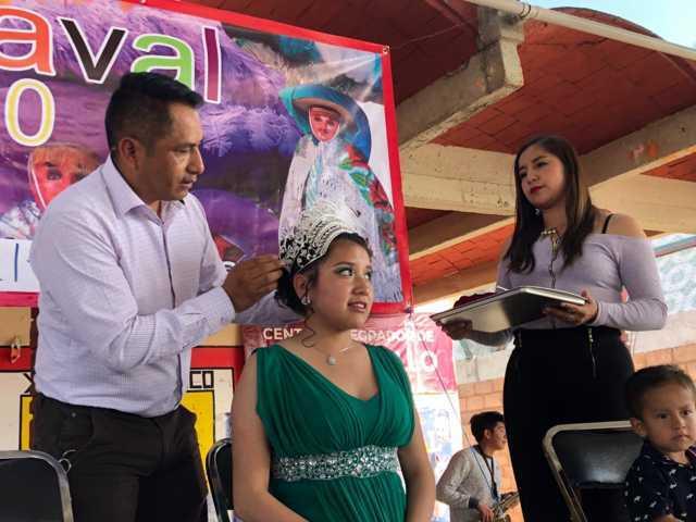 Oscar Pérez apadrinó la coronación de la reina del carnaval de Xalcaltzinco