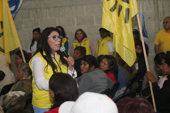 Madres de familia de Tecolotla se unen al proyecto de Alejandra Ramírez